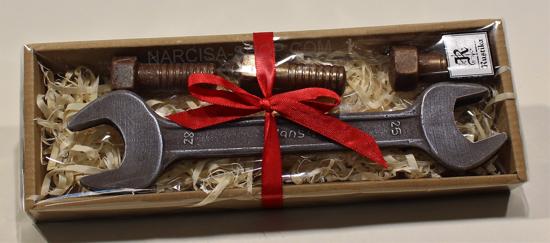 Čokoladno orodje: viličasti ključ in vijaki